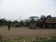 Дворники группы хозяйственного обслуживания  и благоустройства администрация  ГГМО РК продолжают работу по уборке территории на кладбище.