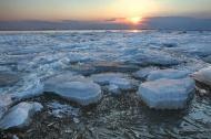 Выход на весенний лёд опасен!
