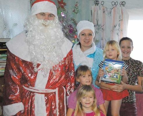 Игрушки, одежду и гостинцы от читателей районки получили более 30 маленьких терновцев
