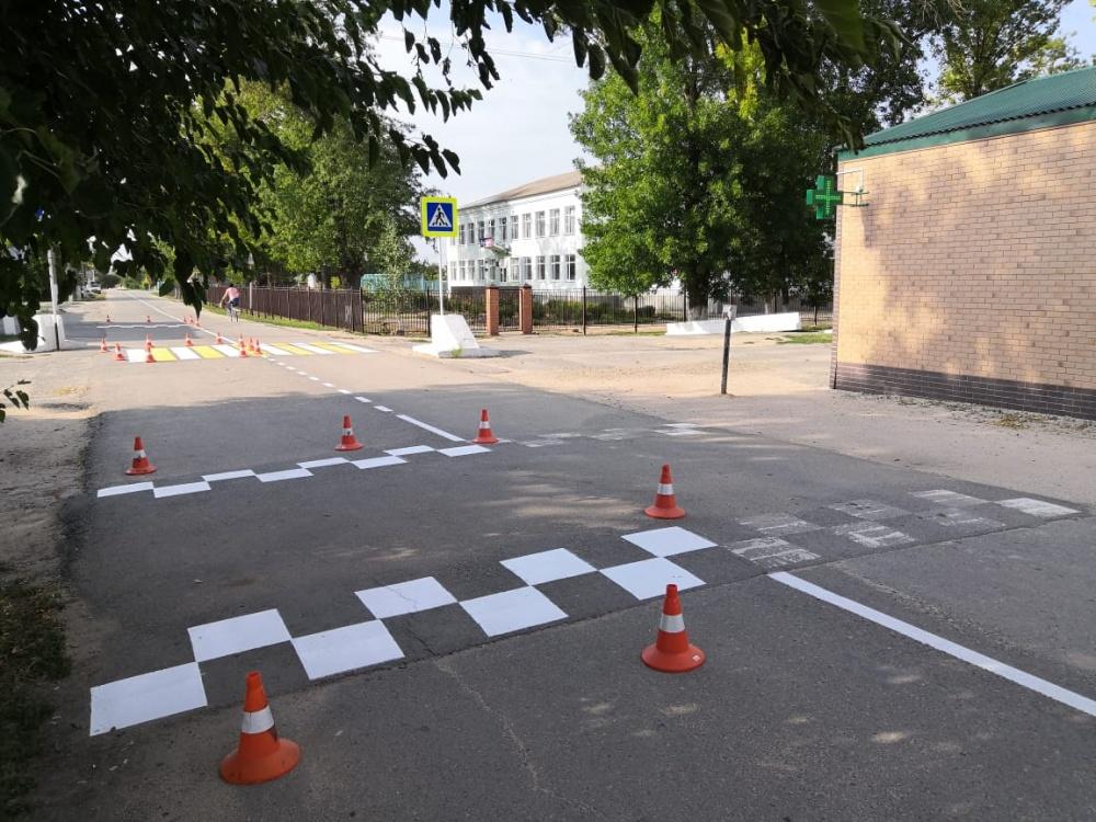 На школьный маршрут нанесена новая разметка, окошены обочины вдоль маршрута
