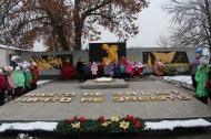 Учащиеся школы МБОУ СОШ №6 станицы Камышеватской приняли участие в митинге «Вечная память героям», посвященному Дню Героев Отечества