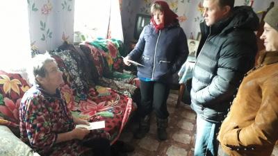 06/11/2018 сотрудники администрации МО Епифанское Кимовского района поздравили жительницу д. Вишневая с 90-летием