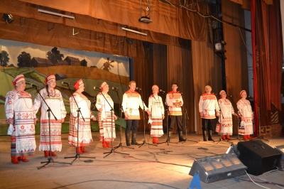 18 ноября на сцене товарковского Дворца культуры славный творческий юбилей отметил народный ансамбль «Раздолье»