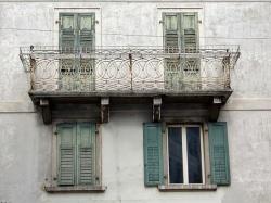 На кого возлагается обязанность по проведению ремонта балконов и лоджий в многоквартирных домах?