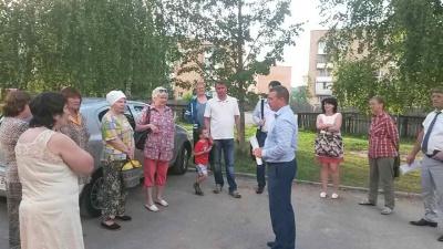 В настоящее время в поселке Товарково активно проходят встречи с жителями с целью разъяснений условий участия включения в муниципальную программу «Формирование современной городской среды»