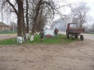 Группа хозяйственного обслуживания и благоустройства продолжает работу по уборке территории по ул.Первомайская.
