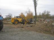 Идет ремонт изгороди гражданского кладбища в с. Осетровка.