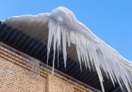 Информация о сходе снега с крыш зданий