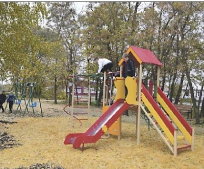 В селе Костино-Отделец закончили благоустройство сквера