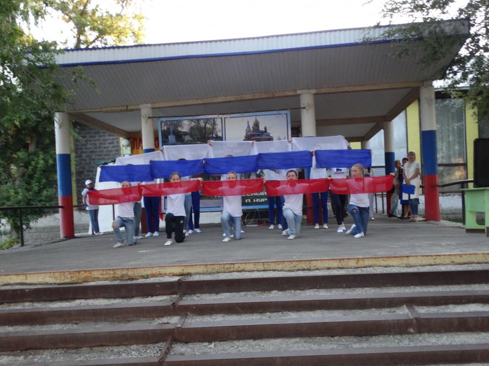 Патриотично прошла развлекательная программа «Триколор», посвященная Дню Государственного флага России в сельском поселении Черновский.