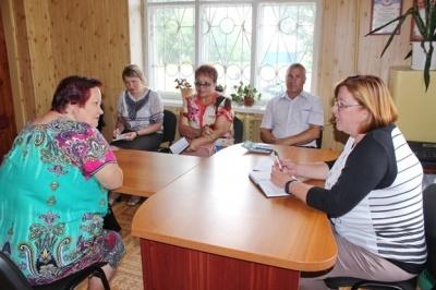 23 июля 2018 г.  глава администрации Терновского муниципального района  И.В.Белова провела  выездной прием граждан  в Козловском сельском поселении.