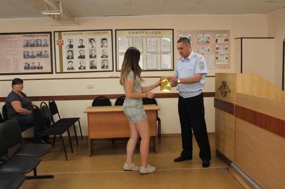 В отделе МВД России по Волжскому району состоялось торжественное вручение паспортов Российской Федерации юным гражданам.