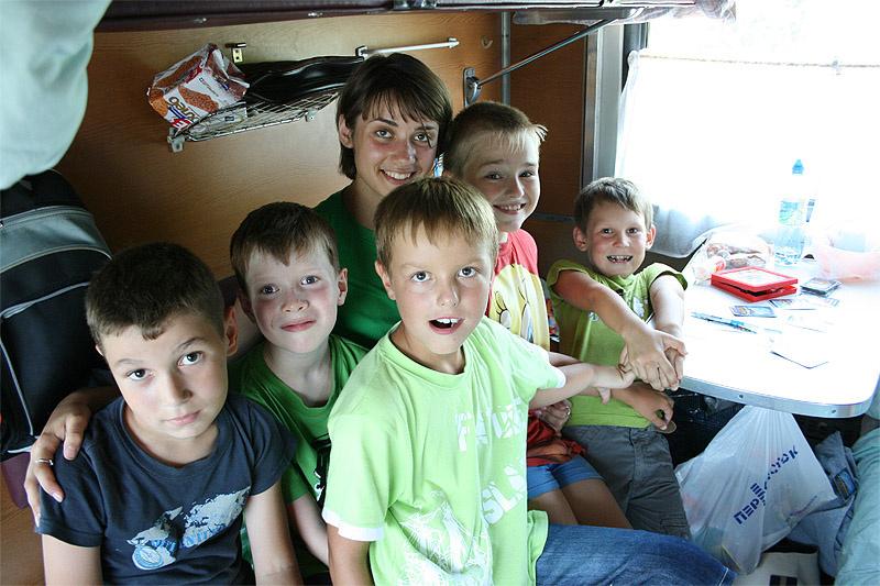 Многодетным семьям предоставляется скидка 20%  на проезд в поездках дальнего следования.