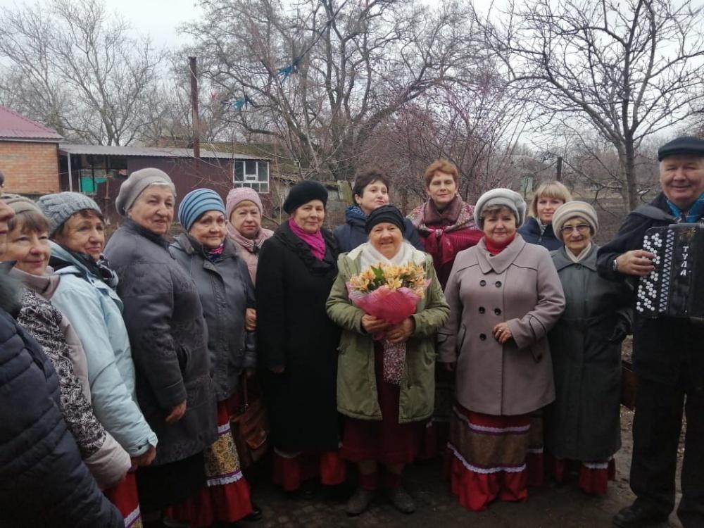 Сегодня свой день рождения отмечает Бутко Юлана Семёновна (бывший директор СДК с. Кухаривка)