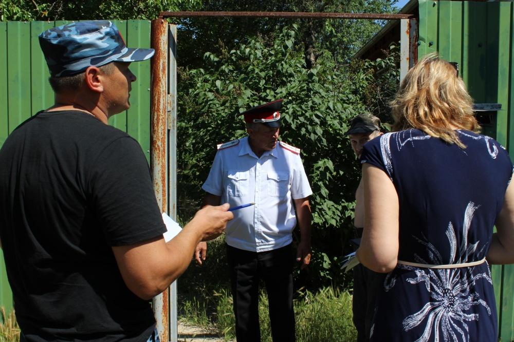 В минувшую пятницу 31 мая 2019 года на территории Камышеватского сельского поселения Ейского района проводилась работа по распространению памяток среди населения путем проведения подворовых обходов, созданными профилактическими группами.