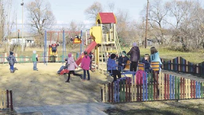 В Поповке открыли детскую площадку