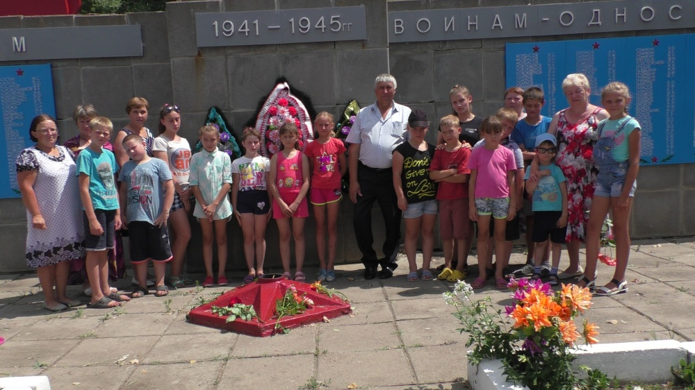 22 июня в День памяти и скорби ,  в п. Козловский у памятника погибшим в годы ВОВ состоялся митинг.