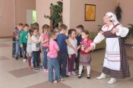 в Доме культуры  9 апреля  для детей дошколят были проведены  народные игры и забавы