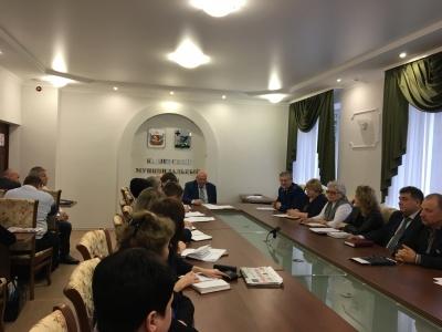 4 декабря  2017 года в администрации района в рамках мероприятий,  посвященных  Международному дню борьбы с коррупцией состоялось заседание круглого стола с участием представителя прокуратуры Каширского района