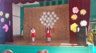 Воспитанники МКДОУ «Ромашка» поздравили МКОУ СОШ пос. Лесной с 79-летием