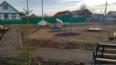 В селе Алькино установлена детская площадка
