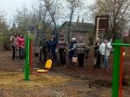 Субботник по благоустройству детской площадки по улице Мира