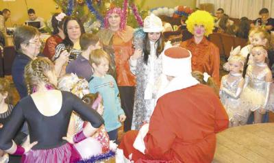 В канун Нового года, 28 декабря, в зале отдела культуры состоялся красочный праздник для детей с ограниченными возможностями здоровья