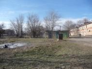 Группа хозяйственного  обслуживания  и благоустройства   продолжает  уборку  прилегающих  территорий  к 1 мкр.