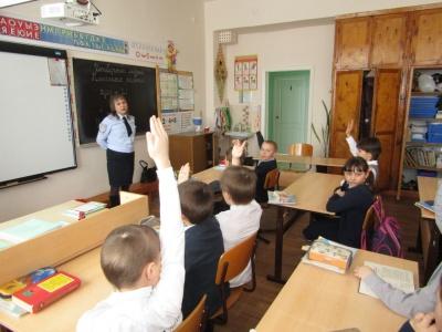 Инспектор по безопасности БДД провела «Урок безопасности» с учениками младших классов в селе Малое Ибряйкино.