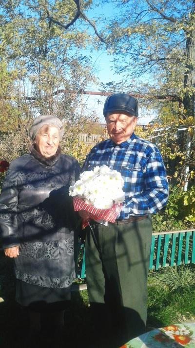 Исполняющий обязанности главы поселения совместно с председателем Совета ветеранов поздравили ветерана ВОВ с днем рождения!