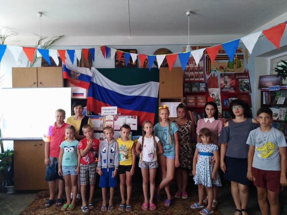 22 августа МУ «СДК ст.Камышеватской» проводилась викторина «Три цвета Российской славы» ко Дню государственного флага России.