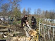20 апреля  на территории сельского поселения состоялся областной субботник по уборке территории гражданского кладбища