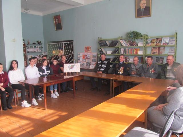 В гостях в библиотеке участники боевых сражений Афганистана с учащимися старших классов.