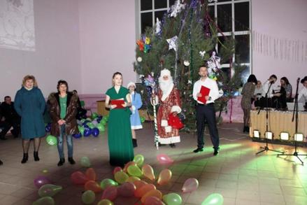 31 декабря2019 года в Доме культуры с. Русская Журавка прошла праздничная новогодняя дискотека с конкурсами и играми