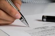 Суд не восстановил работника, которого поздно уведомили об истечении срока договора