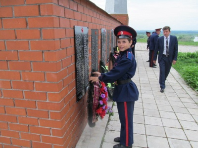 9 Мая прошли праздничные мероприятия, возложены  венки к  памятникам и братской могиле