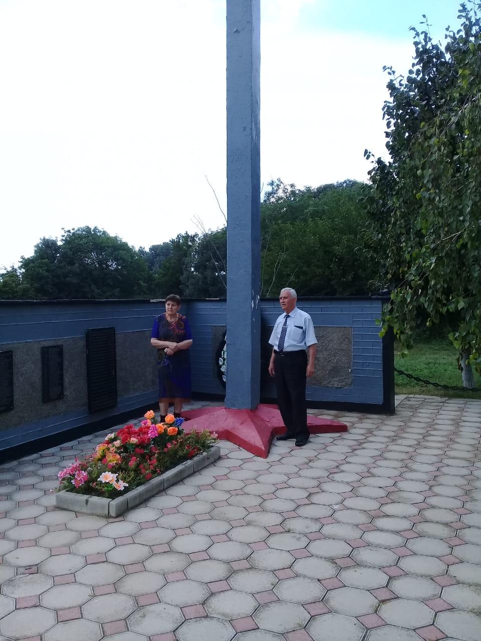 Горсть земли – на могилу погибшего брата