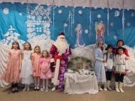 На территории Дерезовского сельского поселения прошли  новогодние праздничные мероприятия : новогодние утренники, вечера отдыха