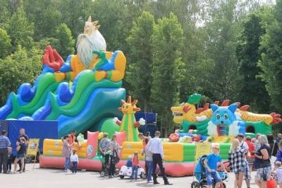 3 июня детский ансамбль «Родничок», Каширского Центрального дома культуры принял участие в праздновании Международного Дня Защиты детей