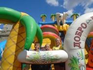 В День семьи, любви и верности пригласили на Аллею Семьи  «Детский парк аттракционов».