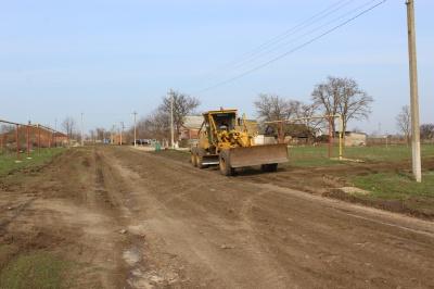 Продолжается работа по грейдированию дорог местного значения