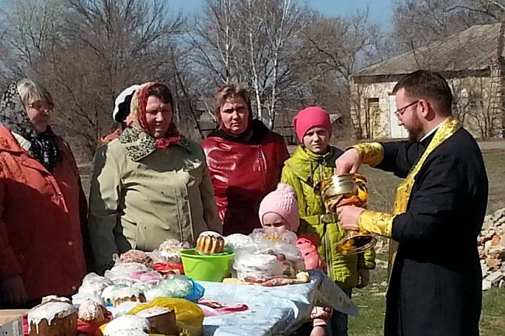 Освещение пасхальных яиц и куличей в с.Пыховка