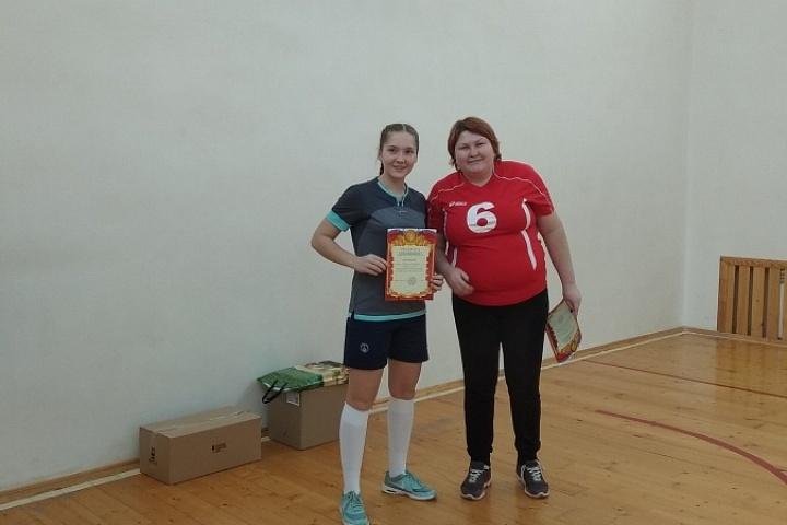 Награждение финалистов. Поздравим наших  волейболисток с заслуженным 2 местом