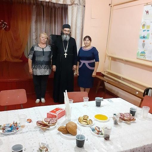 МКУК Семилукский СДК. Ах мёд медок беседа и чаепитие за круглым столом с батюшкой