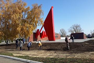 Благоустройство территории возле памятника воинам, погибшим в годы ВОВ
