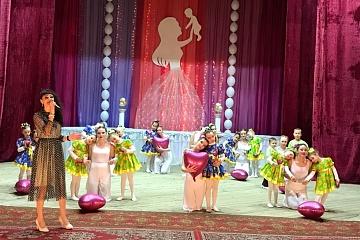 24 ноября в сельском поселении Черновский прошел большой праздничный концерт «Сердечко для мамы».