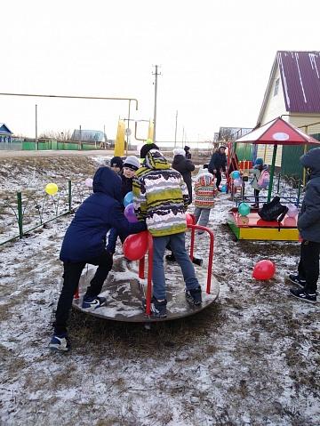 Открытие детской игровой площадки в пос. Красный Мост