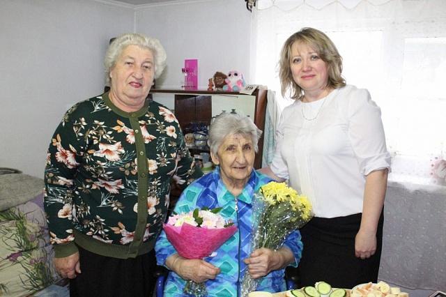 29 ноября своё день рождение отмечала  ветеран труда , житель села Кухаривка Стоценко Неля Антоновна
