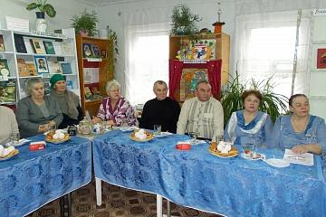 """Акция """"Синий  платочек"""" в Верхнетишанской библиотеке"""