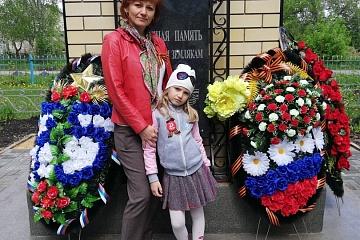 Возложение венков к памятнику павшим воинам в В.О.В.